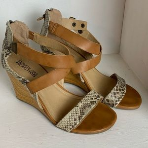 KENNETH COLE Size 7.5 Wedge Snakeskin Accents